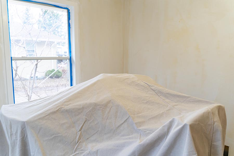 covering furniture with tarp to protect